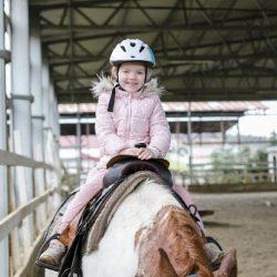 Vodenie detí na koňoch